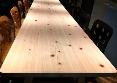 ヒノキのミーティングテーブル