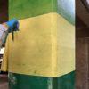 柱のアラミド繊維補強を開始しました。